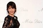 Le charme de Sophie Marceau à l'exposition Miss Dior