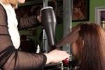 Savoir comment se coiffer grâce à l'incontournable sèche-cheveux